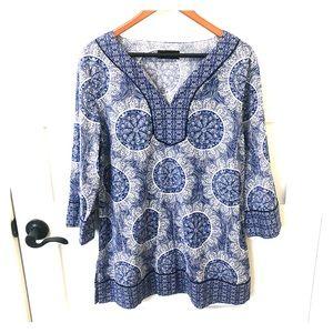 Dana Bachman blue/white flowy blouse